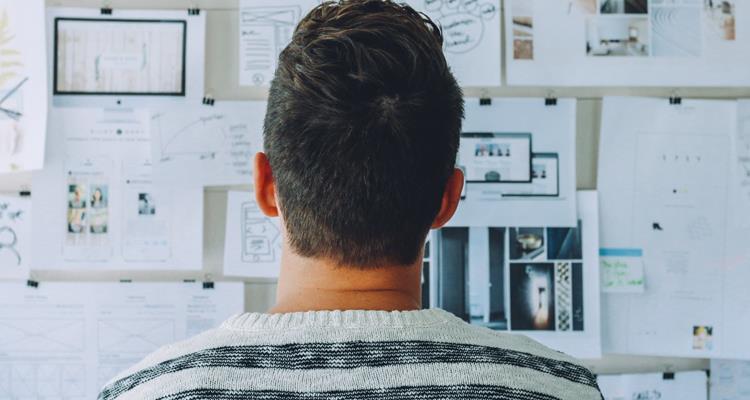 Guy-planning-website-on-whiteboard